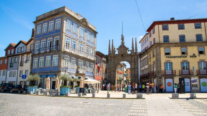 O município de Braga alargou o número de parceiros do seu programa de medicina veterinária social, com a Clínica Veterinária de Infias.