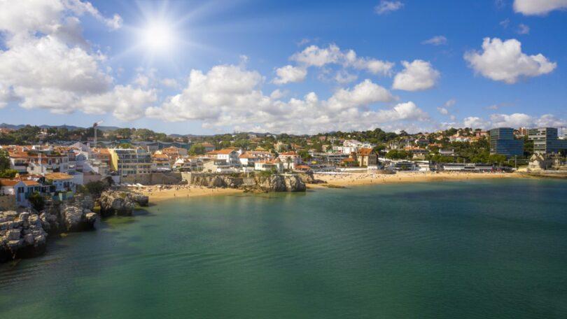 A Câmara Municipal de Odemira concessionou uma praia em Vila Nova de Milfontes que vai, nesta época balnear, experimentalmente, admitir cães.