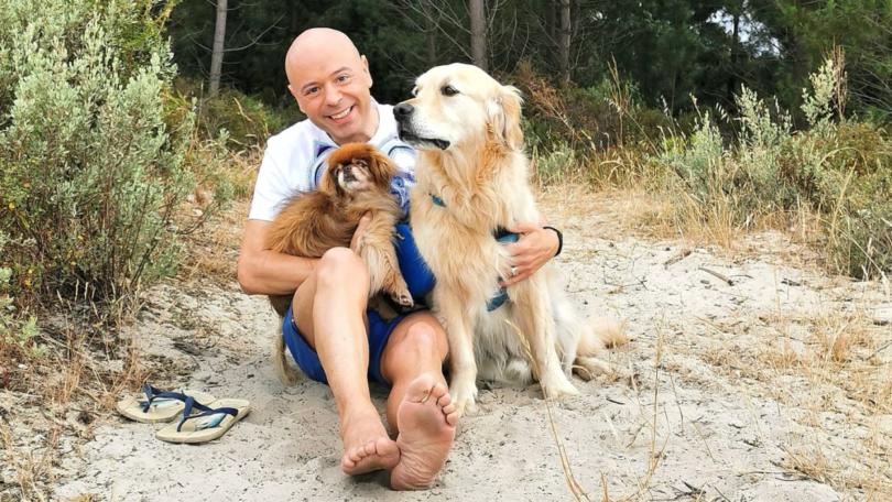 O especialista em comportamento animal, Gonçalo da Graça Pereira, recorda a importância de planear as férias tendo em conta os animais.